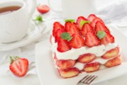 Tiramisù light alle fragole: dolcezza senza sensi di colpa