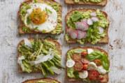 Avocado toast: una ricetta per ogni stagione