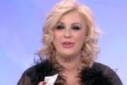 Tina Cipollari: non si accorge del microfono acceso e insulta Giulia De Lellis in diretta